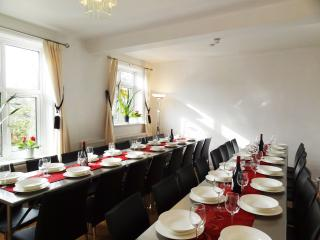 EXTRA LARGE GROUP self catering Weekends Brighton - East Sussex vacation rentals