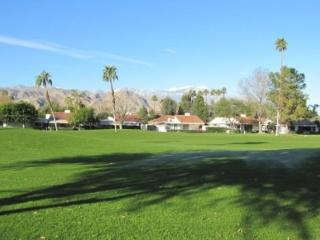ET54 - Rancho Las Palmas Country Club - 3 BDRM + DEN, 2 BA - Rancho Mirage vacation rentals