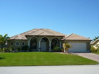 Cape Royal - 3/3 Electric Heated Pool and Spa, Lakefront, Golf Course, High Speed Internet - Fort Myers vacation rentals
