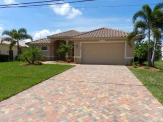 Coral Cove - 4 Bedrooms, Heated Pool and Spa, Gulf Access, Southern Exposure - Fort Myers vacation rentals