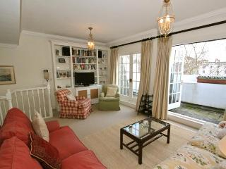 Eccleston Square, (IVY LETTINGS). Fully managed, free wi-fi, discounts available. - London vacation rentals