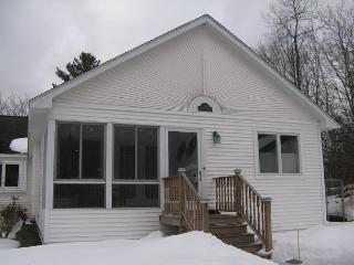 Lavender Cottage on Davis Lake in Maple City - Traverse City vacation rentals