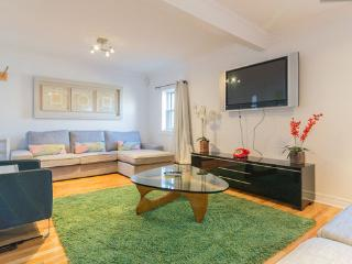 AMAZING LOCATION: St-Denis street ! Max 13 guests! - Montreal vacation rentals