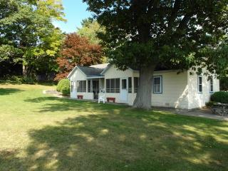 Sutton's Sunrise - Tawas City vacation rentals