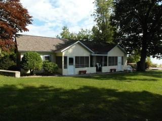 Sutton's Sunset - Tawas City vacation rentals