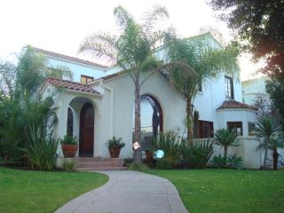 Miracle Mile - 3 Bedroom 3 Bathroom Plus Sunroom (4128) - Los Angeles vacation rentals