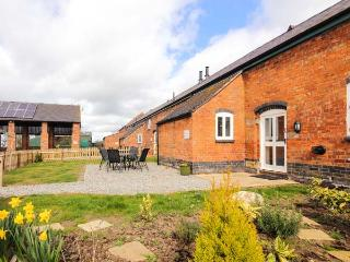 WILLIAM'S HAYLOFT, pet friendly, swimming pool, play area, farm walks in Alkington Ref 14919 - Shropshire vacation rentals