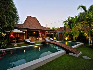 Beautiful Antique Joglo Villa In Oberoi - Seminyak vacation rentals