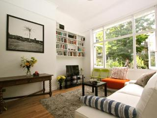 West Kensington,  (IVY LETTINGS). Fully managed, free wi-fi, discounts available. - London vacation rentals