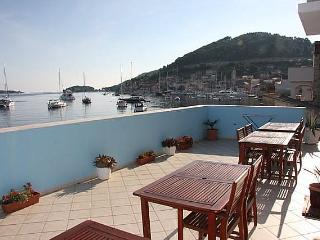 Seaside studio apartments for rent, Vis island - Croatia vacation rentals