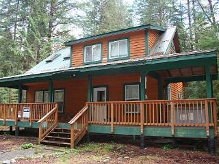 Snowline cabin #78 - 3 bedrooms, 2 baths - hot tub! Pet Friendly! - Glacier vacation rentals