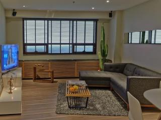 Sleek One Bedroom Suite w/ Golf Views in BGC Fort - Taguig City vacation rentals