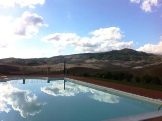 Beautiful condo in Tuscan countryside.  Sleeps 10 - Pisa vacation rentals