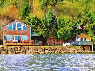 Giggle Fish Beachfront Cabin + Guest Boathouse + **2 Kayaks(Avail Sept 19th) - Hoodsport vacation rentals