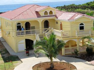 Las Brisis del Caribe - Bay Islands Honduras vacation rentals