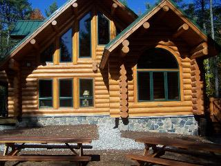 Luxury Log Home-Raymond,Naples,Windham,Bridgton - Western Maine vacation rentals