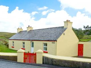 COSY NOOK all ground floor, countryside views, close to coast in Portsalon, County Donegal, Ref 11678 - County Donegal vacation rentals