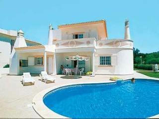 comfortable 4bdr villa 800mts from castelo beach - Lagos vacation rentals