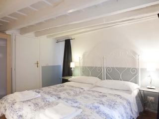 COSY APARTMENT PIAZZA NAVONA - A BRIDGE TO S.PETER - Rome vacation rentals