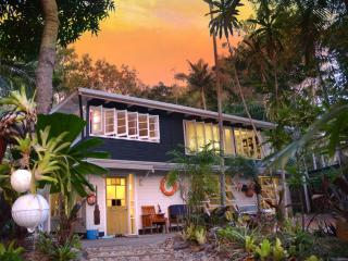 Port Douglas Artists' Beach House - Port Douglas vacation rentals