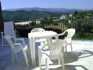 Casa de Igreja, Coja 2 kms, 4/6 pers, lovely views - Arganil vacation rentals