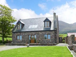FINN HOUSE, pet-friendly house, sea view, open fire, en-suites in Castlegregory Ref 16448 - Castlegregory vacation rentals