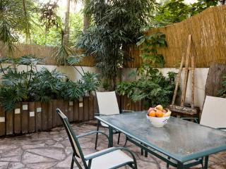 Gorgeous garden apartment! - Tel Aviv vacation rentals