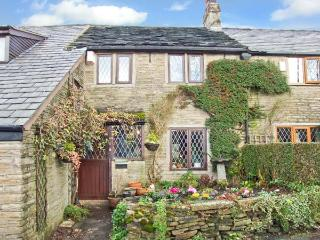 HEATHERWAYS, open fire, en-suite, exposed beams, in Mellor, Ref 8683 - Greater Manchester vacation rentals