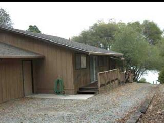 Nice lakefront home-  BBQ, deck, a/c, cable, w/d - Gold Country vacation rentals