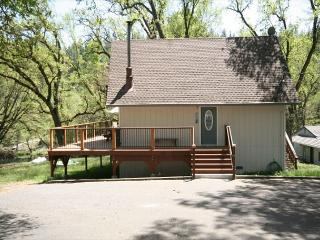 Awesome lakefront cabin- BBQ, A/C, deck, dock, ping pong - Gold Country vacation rentals