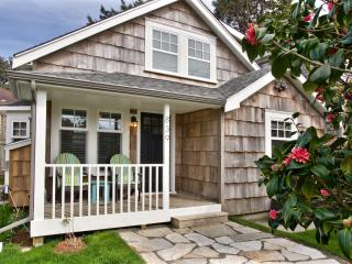 Coastal charm and comfort- close to town and beach - Cannon Beach vacation rentals