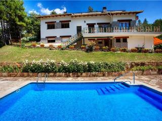 Holiday house for 12 persons, with swimming pool , in Lérida - Province of Lleida vacation rentals