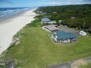Sparkling Sands Oceanfront w Hot Tub - Yachats vacation rentals