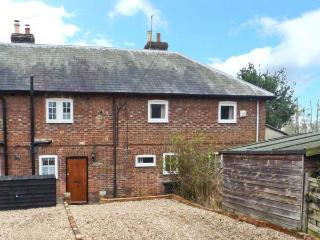 3 APSLEY COTTAGES, woodburner, off road parking, garden, in Canterbury, Ref 23423 - Kent vacation rentals