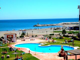 Beachfront apartment in Costa del Sol (Duquesa) - Puerto de la Duquesa vacation rentals