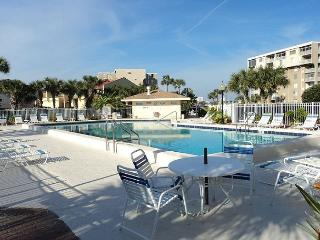 Spacious Condo Overlooking Destin Harbor and Gulf of Mexico - Destin vacation rentals