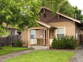 Walk to Downtown! Historic District, Delaware House, Hot Tub, Pet Friendly - Bend vacation rentals