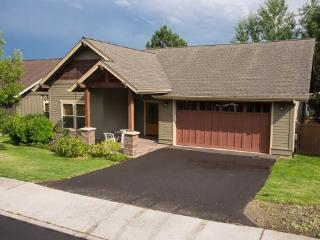 Bend West Side, Linton House, Newer Home, 3 BR, 2 BA, Hot Tub, Sleeps 6, Pet? - Bend vacation rentals