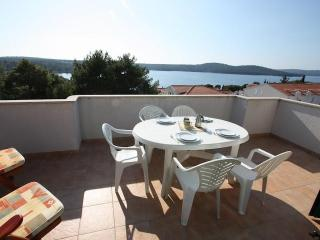 B18 - Milna vacation rentals