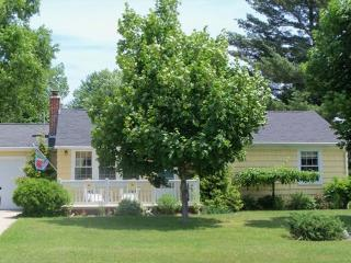 English Elegance - Tawas City vacation rentals