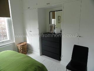 Spacious and sunny 1 bedroom apartment in the heart of Notting Hill. - London vacation rentals