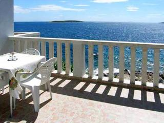 Apartment for 4 persons near the beach in Vis - Island Vis vacation rentals