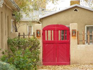 La Perla Guesthouse in Old Town Albuquerque - Albuquerque vacation rentals