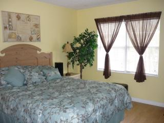 MYRTLE BEACH STUDIO GOLF COURT 6 MILE TO BEACH, SEE DEAL FOR GOLFERS,FREE WIFI - Myrtle Beach vacation rentals