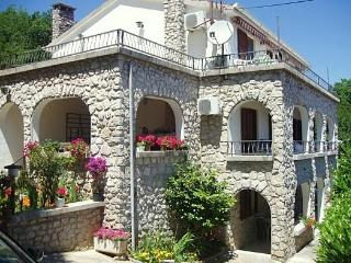 Apartments in quiet area, terrace & sea-view - World vacation rentals
