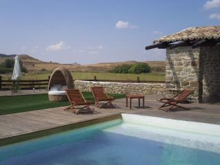 Bioclimatic House with pool + garden for 12 people - Zaragoza vacation rentals