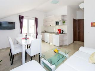 Villa San - Apartment with balcony (2+2) - Dubrovnik vacation rentals