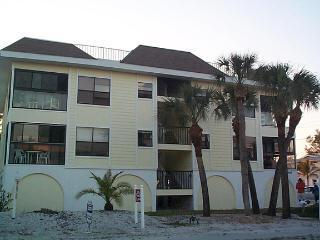 Front of Building - Sunny Haven - Holmes Beach - rentals