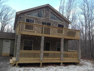 Luxury 5 Bed, 3 Bath, Hot Tub, Pool Table!! - Lake Harmony vacation rentals