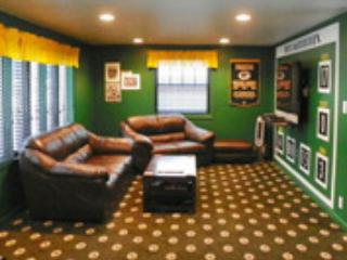 Place to stay in Green Bay - across from Lambeau - Green Bay vacation rentals